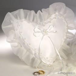 Cojín de alianzas con corazón y perlas color marfil