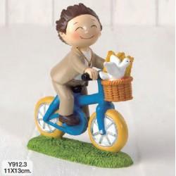 Figura pastel niño comunión en bici